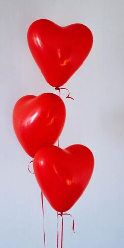 red flags, heart balloons